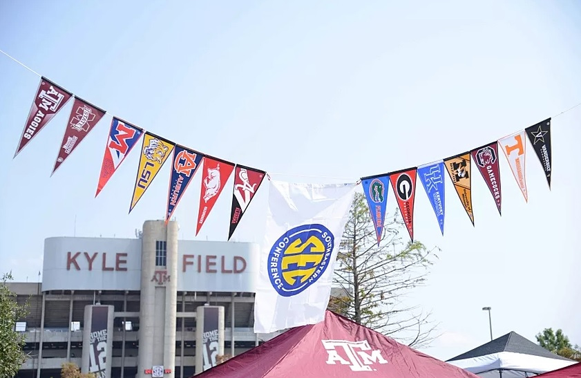 Useful Tips to Design a Soccer Pennant from Home